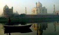 The-Taj-Mahal-in-Agra-Ind-001